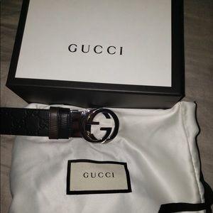 Reversible Gucci belt 105-42